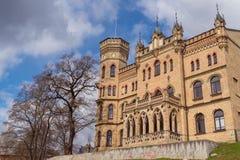 Construção de tijolo bonita em Vilnius imagem de stock