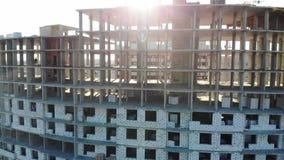 Construção de um edifício de apartamento Tiros do ar video estoque