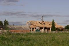 Construção de uma casa de madeira Imagem de Stock Royalty Free