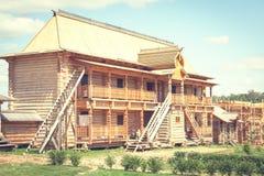 Construção de uma casa de madeira Imagens de Stock