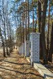 A construção de uma cerca nova no parque Imagens de Stock Royalty Free