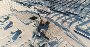 Construção de uma fábrica ou de uma planta moderna, área industrial no inverno, vista panorâmica do ar Planta moderna no vídeos de arquivo