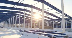 Construção de uma fábrica ou de um armazém moderno, exterior industrial moderno, vista panorâmica, depósito moderno video estoque