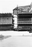 Construção de uma ponte através do rio Danúbio Imagens de Stock Royalty Free