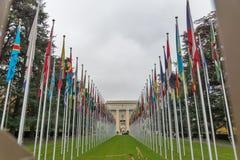 Construção de United Nations com as bandeiras em Genebra, Suíça foto de stock royalty free