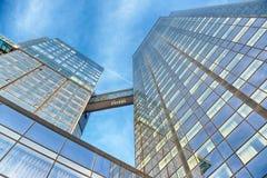 Construção de vidro do escritório no sumário Foto de Stock