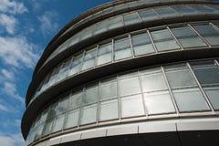 Construção de vidro do escritório no sumário Imagem de Stock Royalty Free