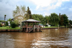 Construção de Wooned no rio Cidade de Tigre (Buenos Aires) Fotos de Stock Royalty Free