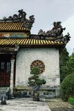 Construção decorada tradicional do palácio do monastério com ornamento agradáveis fotografia de stock
