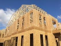 Construção do apartamento em suburbano foto de stock royalty free