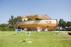 A construção do aquário e decora envia o teste padrão para a visita dos povos Imagens de Stock Royalty Free