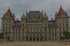 Construção do Capitólio do estado nos Estados de Nova Iorque da parte traseira imagem de stock