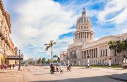 Construção do Capitólio nacional no centro histórico de Havana City de Cuba imagens de stock royalty free