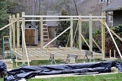 Construindo uma plataforma exterior Fotos de Stock