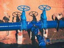 Construção do encanamento principal da fonte de água municipal subterrâneo imagem de stock royalty free