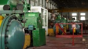 Construção do interior de construção da fábrica Edifício industrial moderno Equipamento e encanamento como encontrado para dentro filme