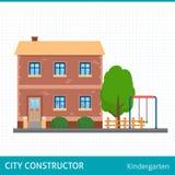 Construção do jardim de infância com campo de jogos das crianças Fotos de Stock