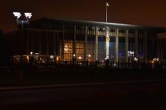 A construção do palácio da independência na capital de Minsk, o Republic of Belarus na noite fotografia de stock