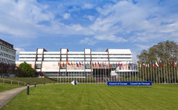 Construção do palácio de Europa na cidade de Strasbourg, França Fotos de Stock