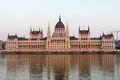 Construção do parlamento em Budapest Hungria em Danube River Lugar famoso do turista foto de stock royalty free
