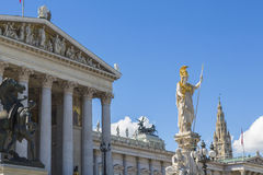 Construção do parlamento & estátuas, Viena, Imagens de Stock Royalty Free
