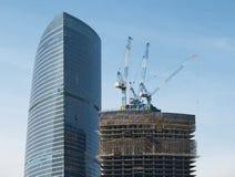 Construção do prédio de escritórios Fotografia de Stock Royalty Free