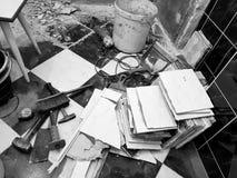 Construção do reparo com ferramentas e martelo, formão, talhador, escova, pá-de-lixo e fita métrica foto de stock royalty free
