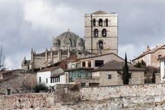 Construção do romanesque da catedral de Zamora histórica fotos de stock