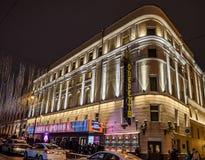 A construção do teatro acadêmico da opereta do estado na noite do inverno Rua de Bolshaya Dmitrovka, casa 6 Moscovo, Rússia imagem de stock