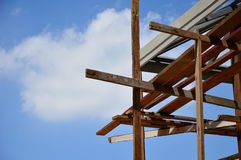 Construção do telhado com fundo do céu Foto de Stock