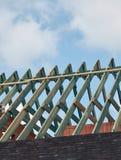 Construção do telhado, esqueleto de madeira da estrutura Vista vertical Imagem de Stock
