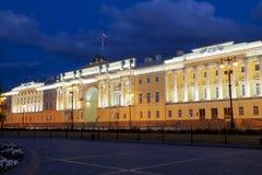 A construção do Tribunal Constitucional da Federação Russa e da biblioteca nomeadas após B n yeltsin no quadrado do Senado Imagens de Stock