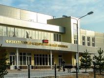 A construção dos esportes complexos na cidade de Medyn, região de Kaluga em Rússia fotografia de stock