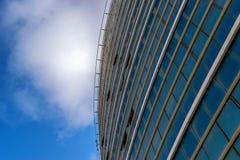 Construção e céu imagens de stock