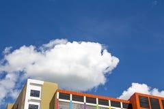 Construção e céu azul Foto de Stock