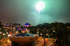 Construção e fogo de artifício árabes no mar de Disney do Tóquio Imagens de Stock