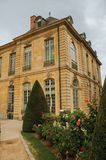 Construção e jardins de Rodin Museum no dia nebuloso em Paris Imagens de Stock