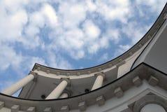 Construção e o céu Fotografia de Stock