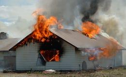 Construção em chamas Imagens de Stock