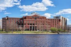 Construção em Charles River Boston miliampère foto de stock