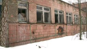 construção em uma cidade fantasma vídeos de arquivo