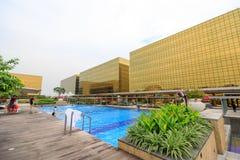 Construção exterior dourada do hotel de Nobu na cidade dos sonhos em Manila Imagem de Stock Royalty Free