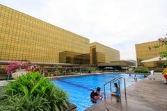 Construção exterior dourada do hotel de Nobu na cidade dos sonhos em Manila Foto de Stock Royalty Free