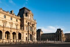 Construção francesa no Louvre fotografia de stock