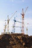 A construção grande com guindastes Imagem de Stock Royalty Free