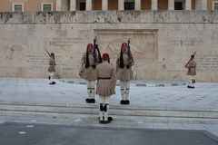 A construção grega do parlamento em Atenas, Grécia fotografia de stock