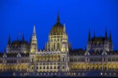 Construção húngara do parlamento na noite Fotografia de Stock Royalty Free