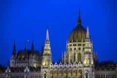 Construção húngara do parlamento na noite Fotografia de Stock