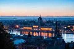 Construção húngara do parlamento no nascer do sol Foto de Stock