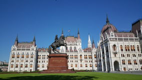 A construção húngara do parlamento por TravelTelly imagens de stock